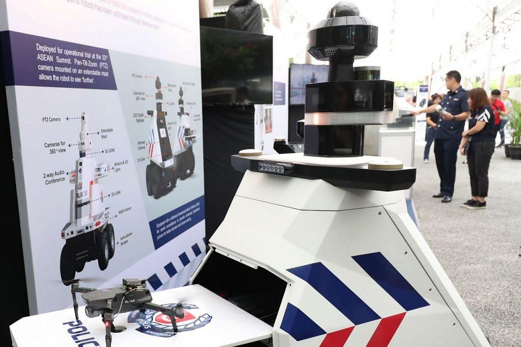 MATAR 3.0: Robot Matar 3.0 yang dilengkapi teknologi yang boleh memantau sekitaran dari ketinggian 30 meter. - Foto CMG