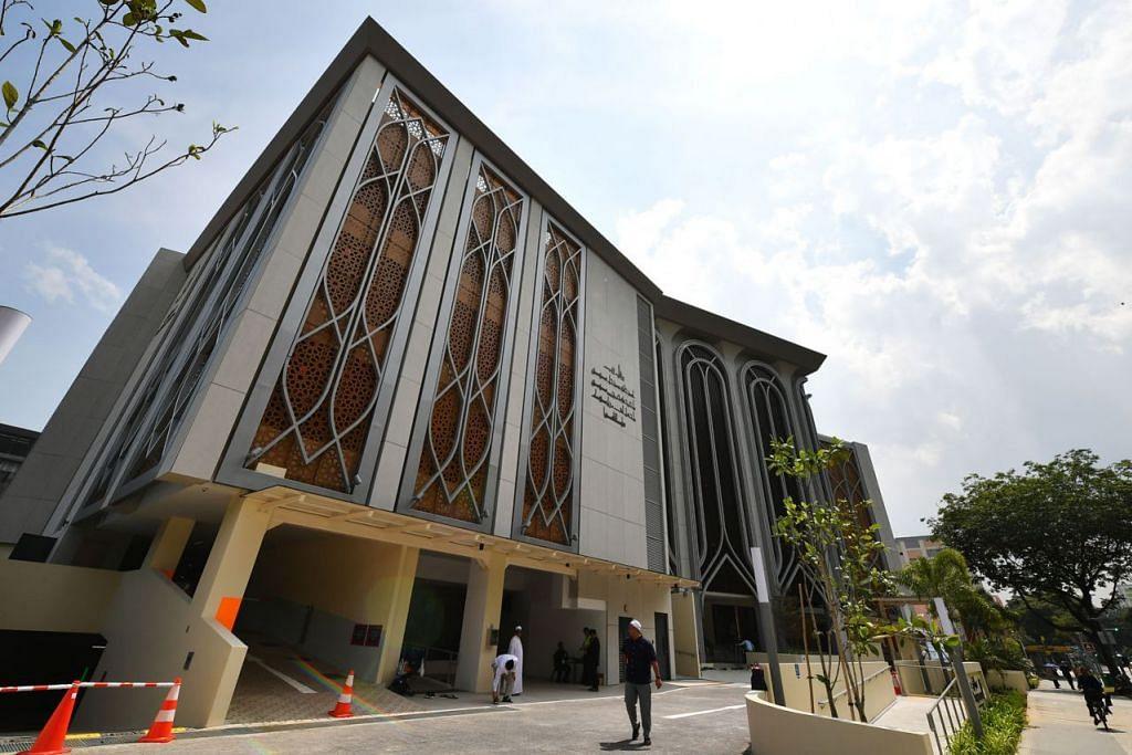 KEMUDAHAN BARU: Mesrakan diri dengan pelbagai kemudahan yang disediakan Masjid Darul Ghufran di acara rumah terbuka masjid tersebut. - Foto fail