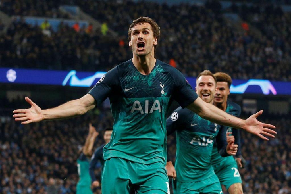 SUMBAT GOL KETIGA: Pemain Tottenham Hotspurs, Fernando Llorente (depan), tidak percaya dapat menjaringkan gol ketiga yang dikatakan kontroversi, dalam perlawanan menentang City yang berkesudahan 4-3 di Stadium Etihad. Ia kejayaan pertama bagi Tottenham ke perlawanan separuh akhir liga itu. - Foto REUTERS