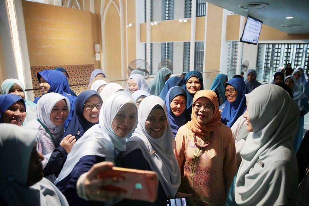 Presiden Halimah rasmi Masjid Darul Ghufran