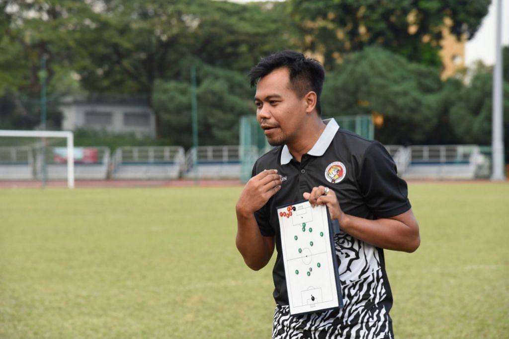 BERI SEMANGAT: Selepas kekalahan besar, jurulatih Balestier, Khidhir berharap pemainnya dapat bangkit dengan semangat untuk mengutip mata untuk perlawanan menentang Tampines. - Foto BALESTIER KHALSA