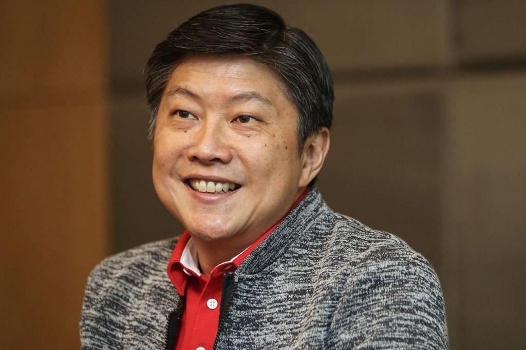 PRIHATIN KOS SARA HIDUP: Gerakan Buruh, menurut Encik Ng Chee Meng (kiri), memahami bahawa kos sara hidup kekal menjadi keprihatinan golongan pekerja. - Foto CMG