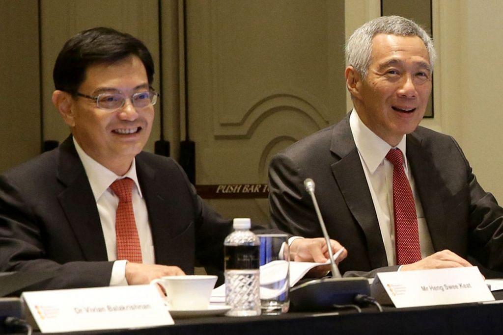 TANGGUNGJAWAB LEBIH BESAR: Encik Heng Swee Keat (kiri) bersama Perdana Menteri, Encik Lee Hsien Loong, semasa di mesyuarat Majlis Penyelidikan, Inovasi dan Perusahaan bulan lalu. Kelmarin, PM Lee mengumumkan Encik Heng akan dilantik DPM baru mulai 1 Mei ini. - Foto fail