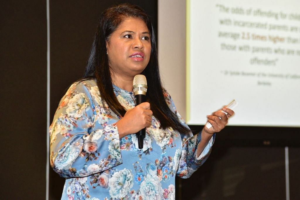 KONGSI PENGALAMAN: Cik Saleemah Ismail, pengasas New Life Stories, pertubuhan tidak mengambil untung yang menyokong pendidikan prasekolah bagi anak-anak yang ibu mereka dipenjarakan. - Foto BH oleh DESMOND WEE