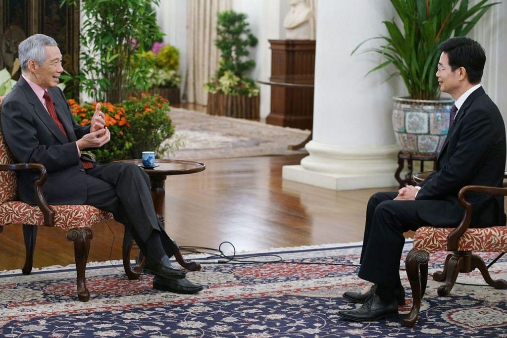 DAPAT MAINKAN PERANAN : Perdana Menteri Lee Hsien Loong ditemuramah oleh wartawan agensi media China, Xinhua News, pada Isnin lalu. - Foto MCI