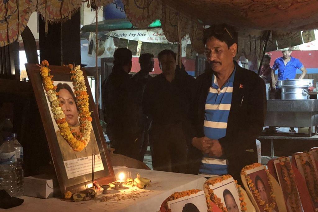 BERI PENGHORMATAN: Pegawai Yayasan Rahmatan Lil Alamin (RLAF) dan Mercy Relief telah ke Nepal bagi satu lawatan kemanusiaan mengunjungi mereka yang terjejas serta memperingati mangsa gempa bumi itu. - Foto BH oleh NUR FATHIN AWALLUDIN