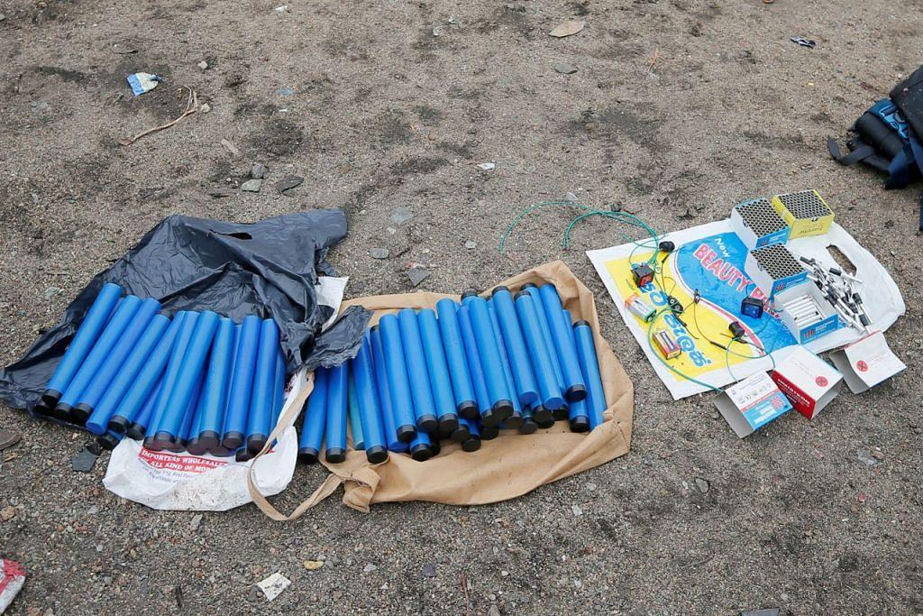 BAHAN BUKTI: Bahan letupan dan lain-lain peralatan ditemui di tapak kejadian tembak-menembak antara pihak keselamatan dengan pengganas di Kalmunai, bahagian timur Sri Lanka. - Foto REUTERS