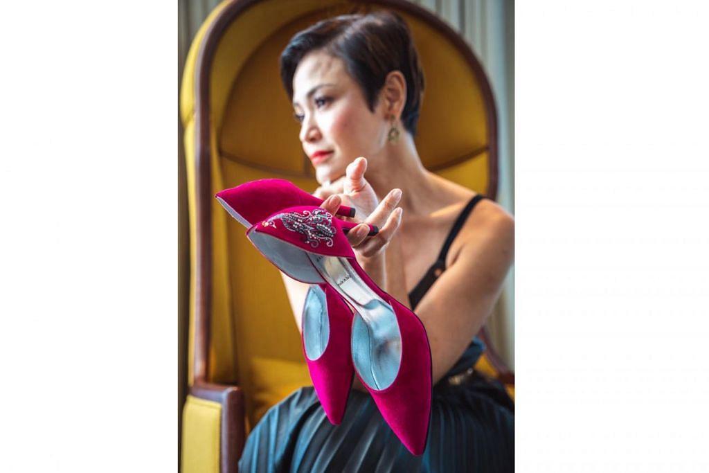 ADA GAYA DAN SELESA: Penyampai berita dan pengacara televisyen, Cik Glenda Chong, menyenangi jenama Mashizan yang memperkasa dirinya dengan penampilan anggun di samping selesa digunakan sepanjang hari. - Foto MASHIZAN MASJUM