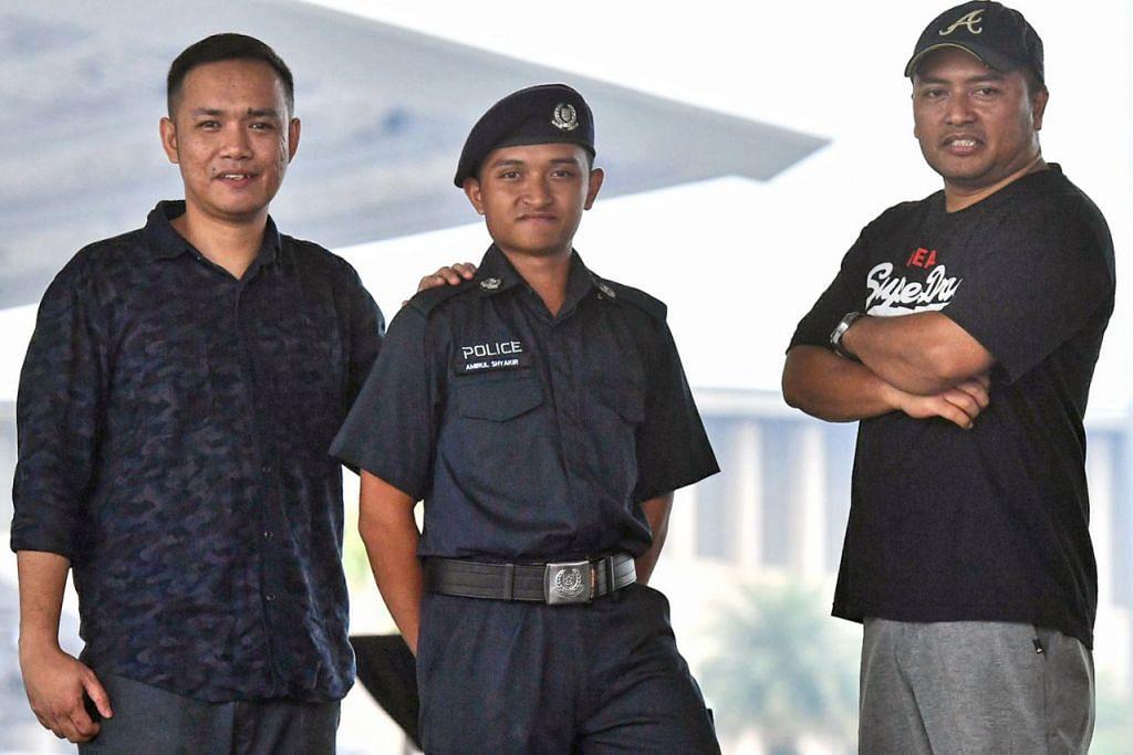 IKUT JEJAK AYAH DAN ABANG: Encik Amirul Aswad (tengah) bersama abangnya, Encik Nurfaidi Ismail (kiri) dan bapanya (kanan) di Home Team Academy. - Foto BM oleh DESMOND FOO