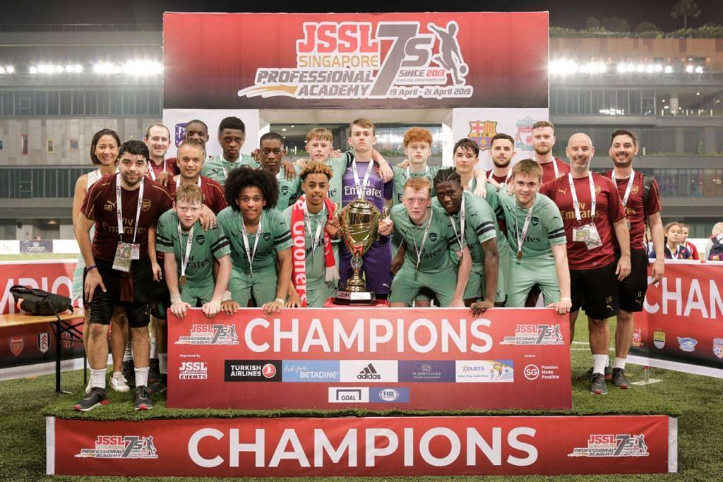 JUARA: Pemain muda akademi Arsenal meraikan kemenangan mereka selepas mengalahkan Perth Glory. - Foto SPIN WORLDWIDE PRIVATE LIMITED