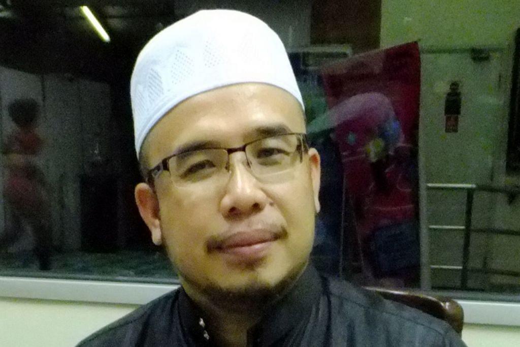 """BERBEZA PENDAPAT: Perdana Menteri Malaysia, Tun Dr Mahathir Mohamad, menyifatkan Mufti Perlis, Datuk Dr Mohd Asri Zainul Abidin (atas), sebagai """"pekak"""" kerana mendakwa bahawa kerajaan Pakatan Harapan (PH) tidak mempertahankan Islam. - Foto fail"""