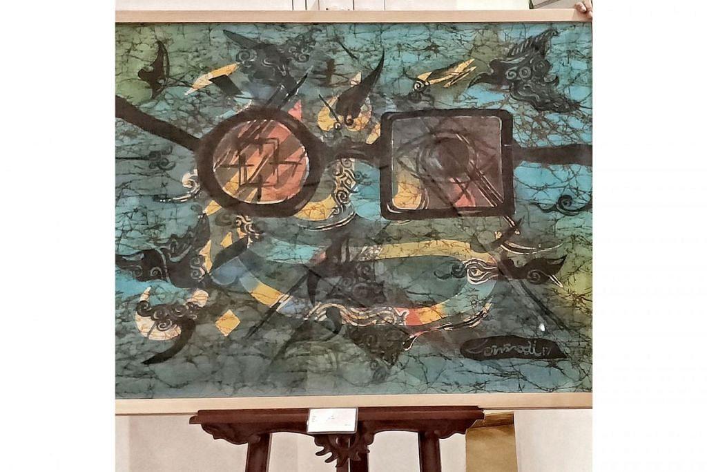 TARIKAN BATIK: Lukisan Encik Tumadi mampu menarik perhatian generasi muda dengan campuran warna dan simbolisme mengenai kehidupan. - Foto BH oleh SITI NURASHIKA ALI