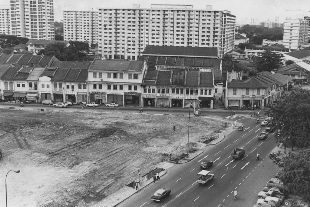 PEMBINAAN PRASARANA: Tapak bekas pasar Changi dan pasar Joo Chiat diratakan sebagai persiapan membina pusat beli belah Kompleks Joo Chiat dan bangunan perumahan awam. Foto diambil pada tahun 1980.