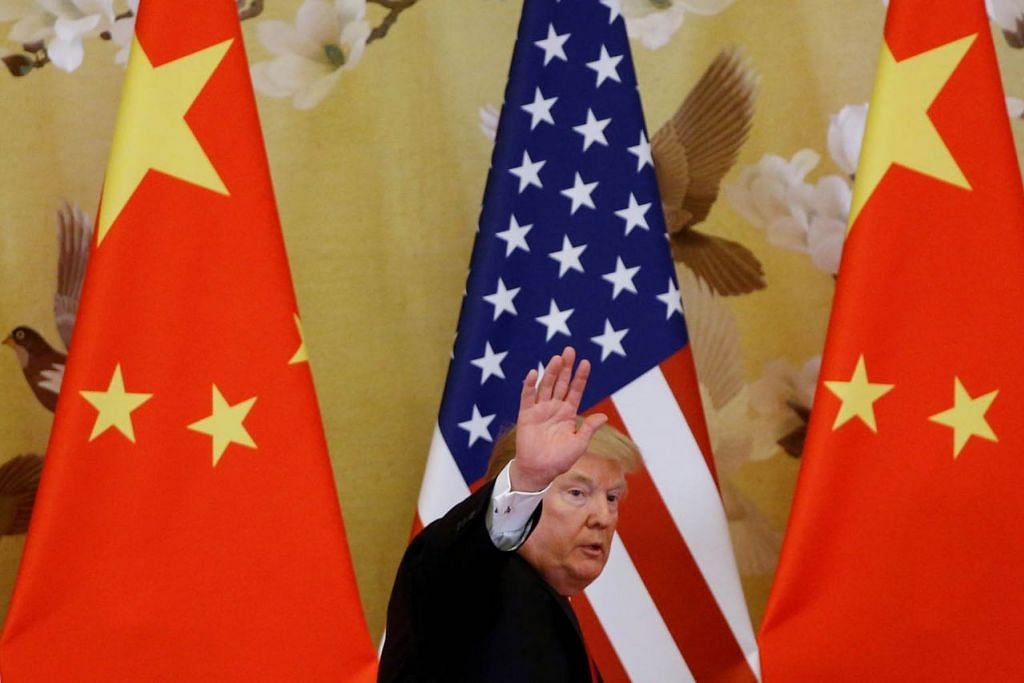 SAINGAN EKONOMI JAGAT: Encik Trump memberi pengimport Amerika notis kurang lima hari mengenai keputusannya menaikkan kadar tarif ke atas kategori barangan bernilai AS$200 bilion kepada 25 peratus, yang kini sepadan dengan kadar yang dikenakan sebelum ini ke atas kategori mesin jentera dan teknologi China bernilai AS$50 bilion. – Foto REUTERS