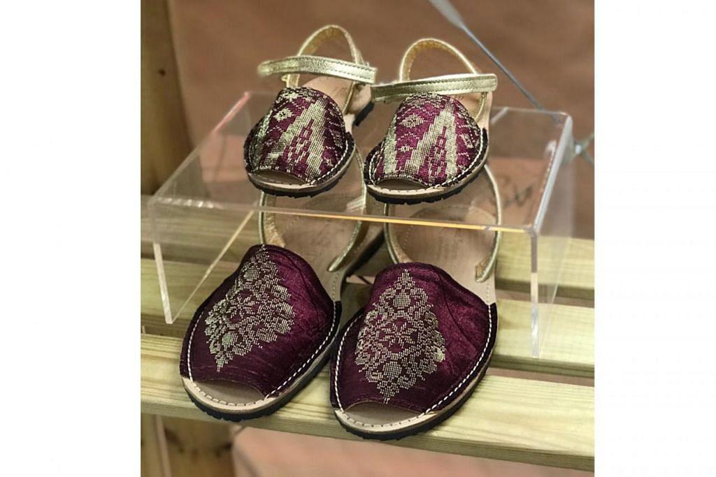 GABUNGKAN KAIN SONGKET: Koleksi sandal 'avarca' yang mengabungkan kain songket warna merah pulasan. – Foto AVARCAS SG