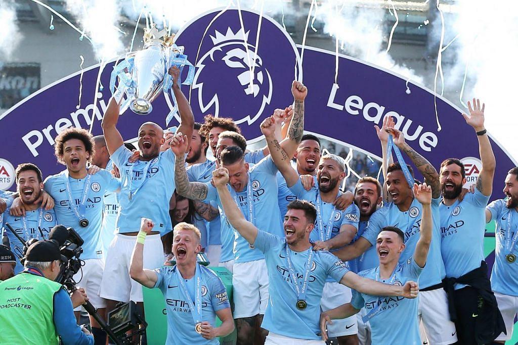 JUARA BERTAHAN: Pemain Manchester City meraikan kemenangan menjulang piala EPL mereka yang kedua berturut-turut selepas menewaskan Brighton 4-1 kelmarin. - Foto EPA-EFE