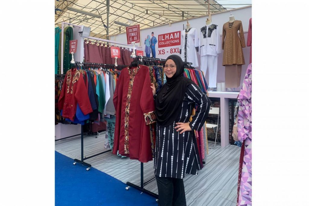 PENJUALAN STABIL: Cik Asyiqin Jumato mendapati perniagaan di bazar sejauh ini mantap seperti tahun lalu, malah jangkakan prestasi lebih baik kerana konsep bazar lebih menarik pelanggan tahun ini. - Foto ILHAM COLLECTIONS