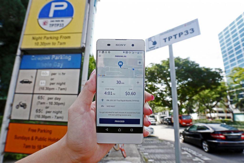 PERMUDAH PENGGUNA: Melalui aplikasi Parking.sg, pengguna tidak perlu bergegas ke kenderaan untuk menambah kupon jika masanya hampir tamat. Mereka boleh memasukkan ke dalam telefon bimbit nombor kenderaan, memilih kod tempat meletak kereta yang betul dan nyatakan tempoh untuk meletak kenderaan di sana. - Foto fail