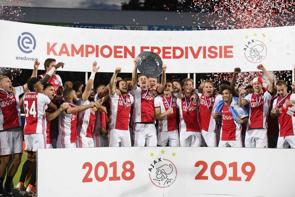 JUARA: Ajax menjadi juara liga Belanda selepas menewaskan De Graafschap 4-1 kelmarin. - Foto EPA-EFE
