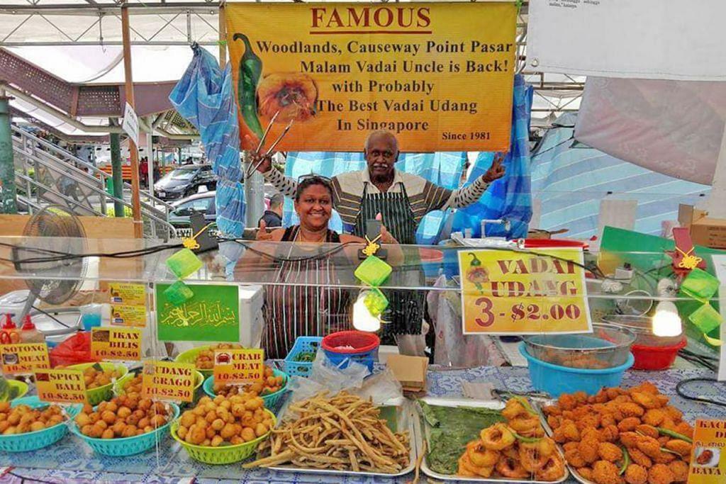 VADAI DARI HATI: Cik Rahmat Nisha Samsudeen dan suaminya, Encik Govindasamy Karuna Buddy (kanan), di gerai bazar mereka, The Famous Vadai Uncle. Gambar ini dirakam semasa mereka berjualan di Bazar Ramadan Utara tahun lalu. - Foto FACEBOOK THE FAMOUS VADAI UNCLE