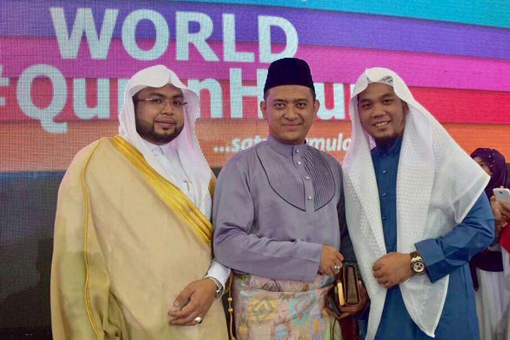 KETENGAH BAKAT: Ustaz Zahil (kanan) turut menunjukkan bakatnya dalam taranum bagi acara #MerdekaQuranHour di Malaysia. – Foto ihsan MUHAMMAD ZAHIL ZAKARIA AL HAFIZ