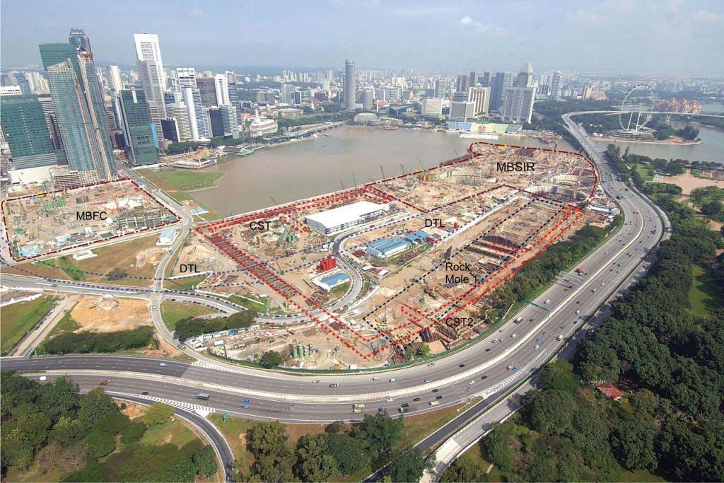 PERTARUHAN BERNILAI: Setelah menjalankan perancangan kejuruteraan rapi dan tersusun, pelbagai cabaran dan masalah dihadapi dalam membina Marina Bay, kawasan permukaan ini kini telah diubah dengan jayanya. - Foto URA
