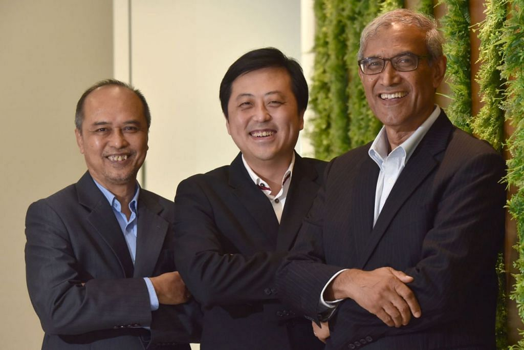 BANYAK MANFAAT DAPAT DIRAIH: (Dari kiri), Encik Ahmad Khalis Abdul Ghani, penasihat undang-undang bagi projek hab halal global; Encik Victor Song, Ketua Pegawai Eksekutif (CEO) Elite Partners Capital; dan Encik Zainul Abidin Rasheed, penasihat projek hab halal Singapura. - Foto BH oleh JASMINE CHOONG
