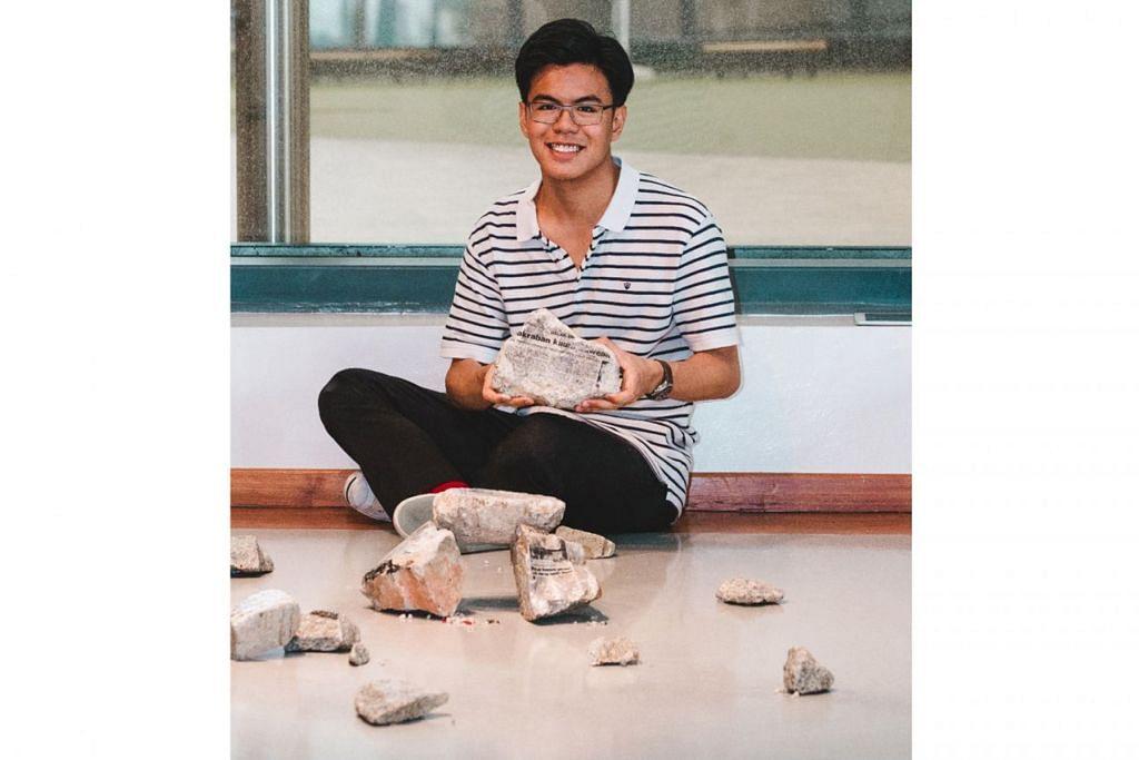 ENGGAN LUPA IDENTITI: Encik Muhammad Rusydan Md Norr yang berminat menyelongkar identitinya sebagai anak muda keturunan Bawean menghasilkan seni pemasangan batu-batan dan bunyian yang menceritakan tentang kehidupan di pondok Bawean. – Foto BH oleh KHIDHIR ASYRAF MAHBOB