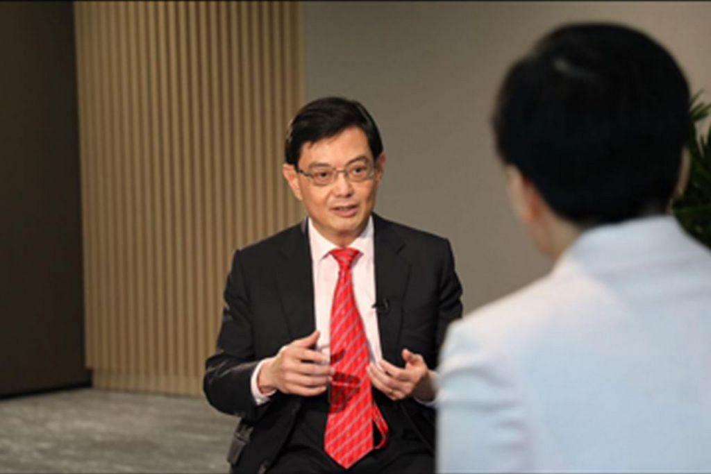 KONGSI PERSPEKTIF: DPM Heng sedang ditemu ramah oleh wartawan dari agensi berita China, Xinhua. - Foto FACEBOOK HENG SWEE KEAT