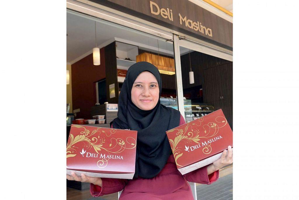 DAPAT SAMBUTAN: Menurut Cik Adibah, yang kini menerajui kedai keluarganya Deli Maslina, ramai pelanggan masih memesan dan membeli biskut-biskut dan kek lama atau tradisional. - Foto fail