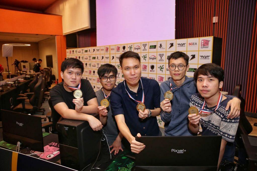 MENGEJAR IMPIAN: Anggota Team X (dari kiri) Wilson Koh, Lukman Yusoff, Wong Jeng Yih, Teo Yao Wen dan Joel Chan. - Foto BH oleh KEVIN LIM