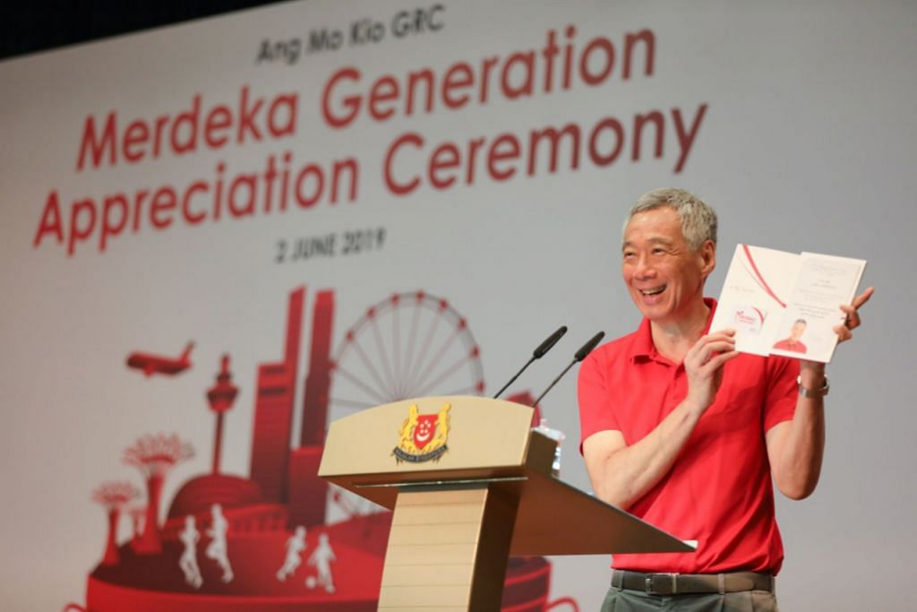 8,300 members of Merdeka Generation receive welcome folders at community events