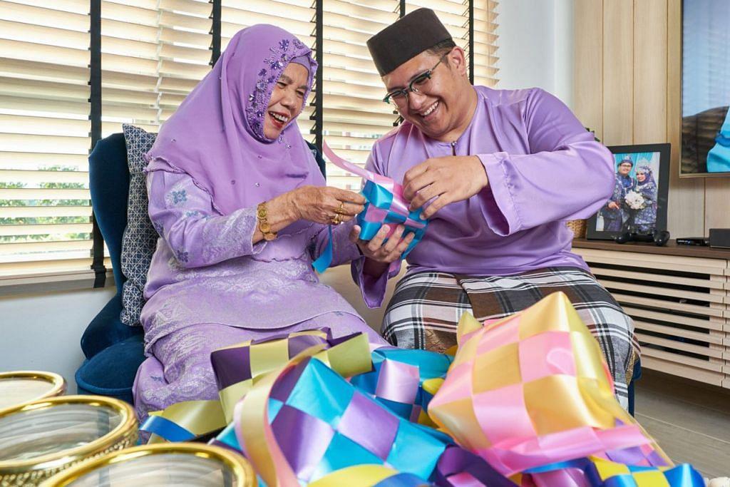 ERATKAN SILATURAHIM: Cik Mulia Nawi sedang mengajar cucunya, Encik Mohamad Noh Mohamad Sani cara menganyam ketupat menggunakan reben berwarna-warni. Kegiatan seperti ini semasa musim Hari Raya, dapat mengukuhkan tali persaudaraan dalam sesebuah keluarga, menurut Cik Mulia. - Foto BM oleh ROSLEE ABDUL RAZAK