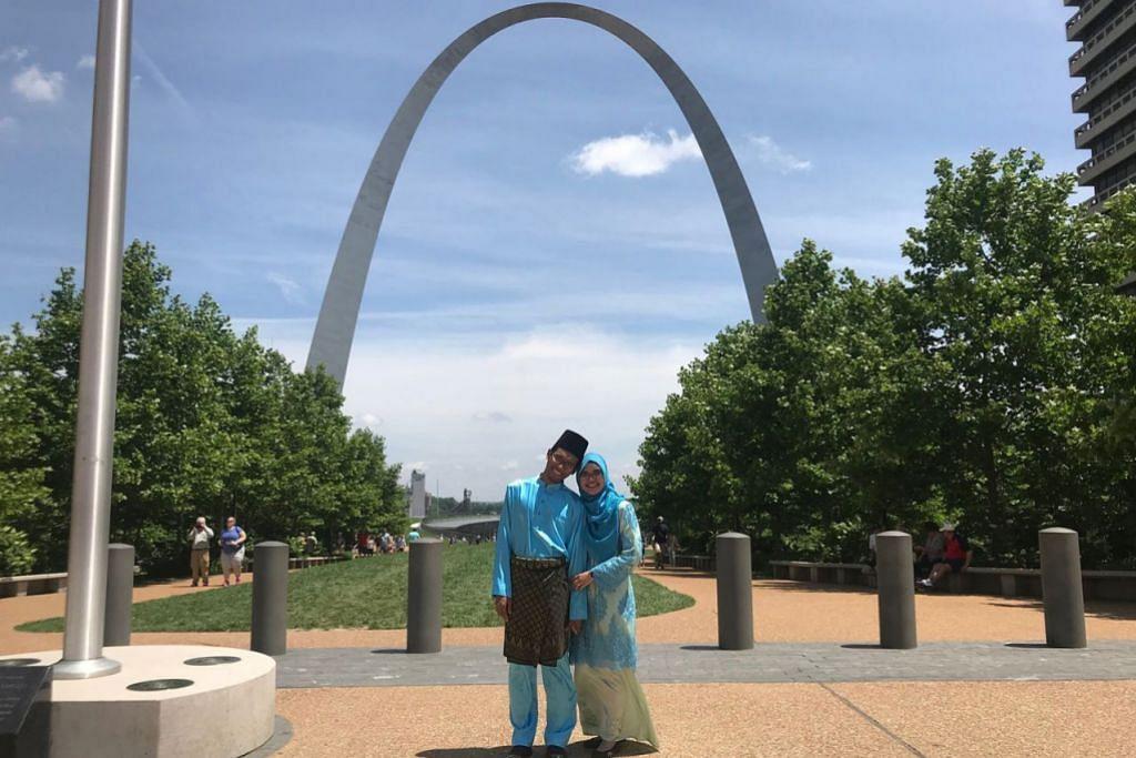 RAYA DI AMERIKA: Jurutera sofwe kanan, Encik Muhammad Hilwan Mohamed Idrus (kiri) dan isterinya, Dr Khairunisa Mohamad Ibrahim, seorang penyelidik bersekutu poskedoktoran, menyambut Hari Raya pertama mereka di rantauan sejak berpindah dari Singapura ke St Louis, Missouri di Amerika Syarikat awal tahun ini. - Foto ihsan MUHAMMAD HILWAN MOHAMED IDRUS