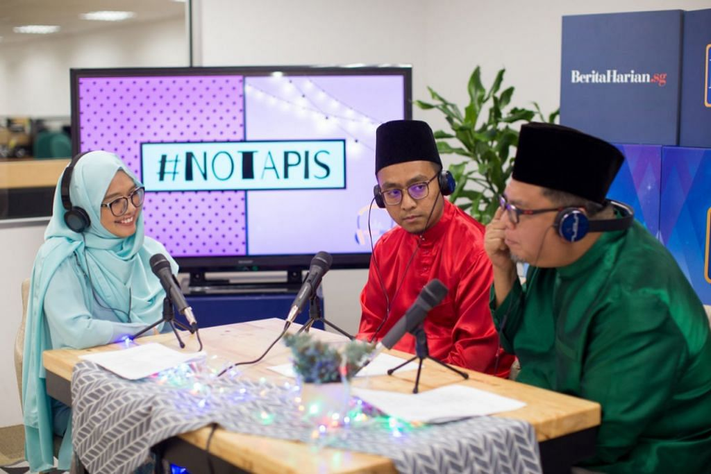 EDISI KHAS RAYA: Menampilkan personaliti popular, Suhaimi Yusof (kanan), Ketua Pegawai Eksekutif (CEO) Safinah Institute, Ustaz Tarmizi Wahid (tengah) dan korensponden BH, Shahida Sarhid, sebagai pengacara. - Foto BH oleh IQBAL FAIZAL