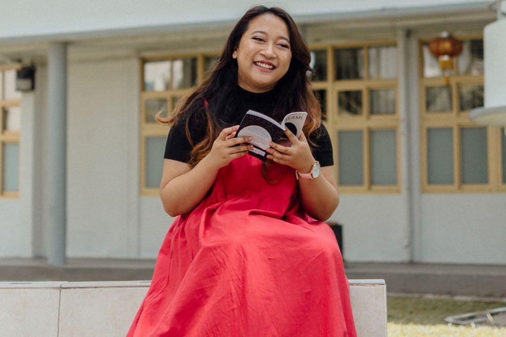TIDAK LUPA IDENTITI ANAK MELAYU: Indah Han, yang mahir dengan muzik klasikal barat, senangi peluang merakamkan lagu Melayu, 'Kehadiranmu', mengenai pengalaman bermakna mengambil anak angkat. – Foto AMELIA YEO
