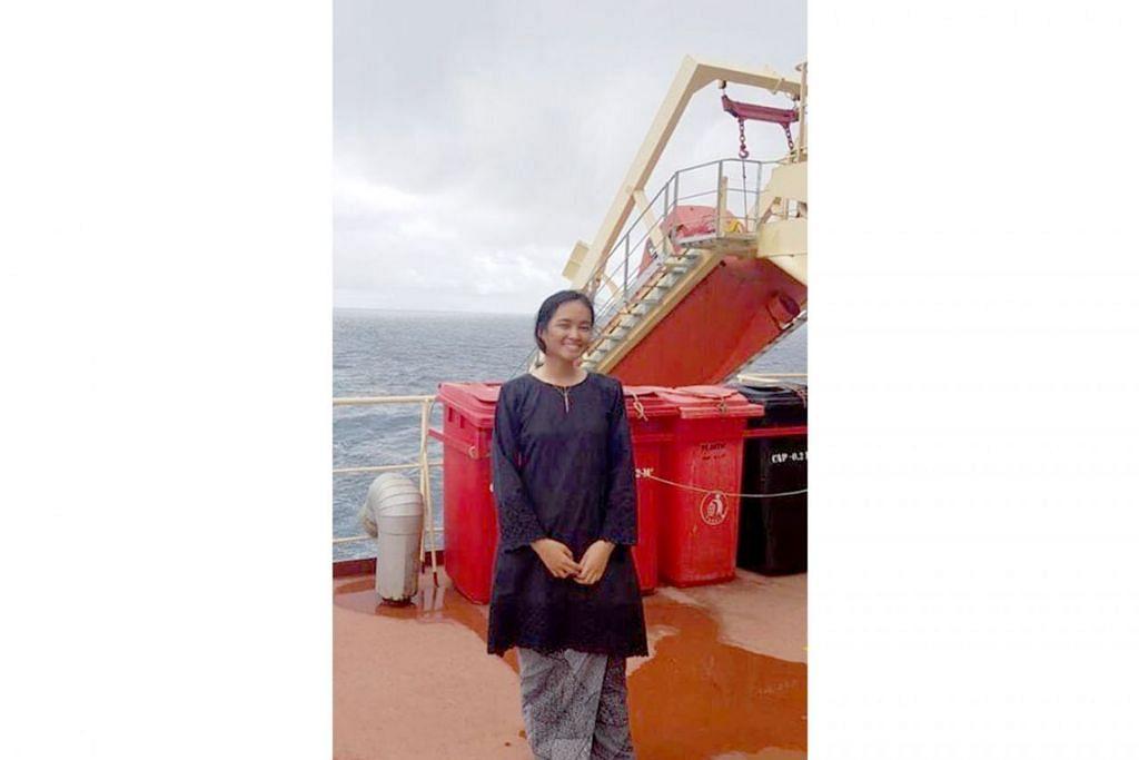 BERAYA DI LAUT: Ini merupakan pertama kali Siti Nurbahiyah Mohd Zulkifli menyambut Hari Raya tanpa keluarganya. Beliau sedang menjalani program bekerja sambil belajar di tengah-tengah laut selama enam bulan. - Foto ihsan SITI NURBAHIYAH MOHD ZULKIFLI