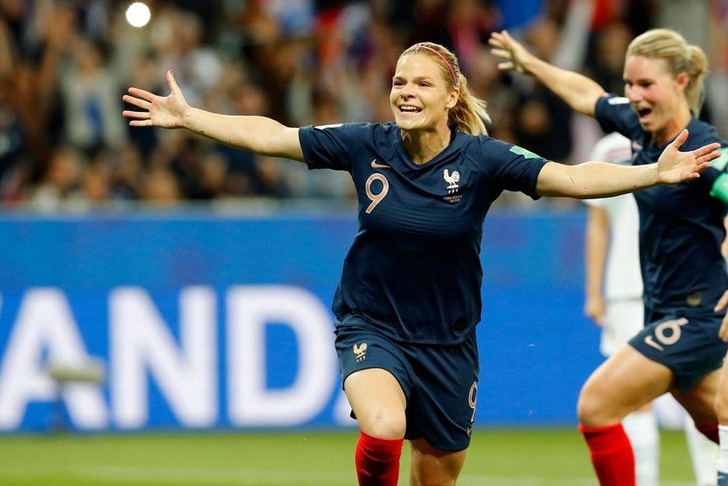 KEMENANGAN PENTING: Le Sommer berlari meraikan gol kemenangan Perancis menerusi tendangan penalti ketika mereka menewaskan Norway 2-1 kelmarin. - Foto EPA-EFE