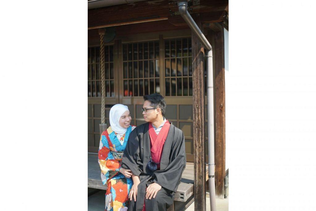 PAKAIAN TRADISIONAL JEPUN: Wartawan Berita Harian, Cik Siti Aisyah Nordin mengenakan kimono pakaian tradisional Jepun untuk wanita sementara suaminya, Encik Jamalludin Adnan, pula memakai yukata khusus untuk kaum lelaki di Jepun.