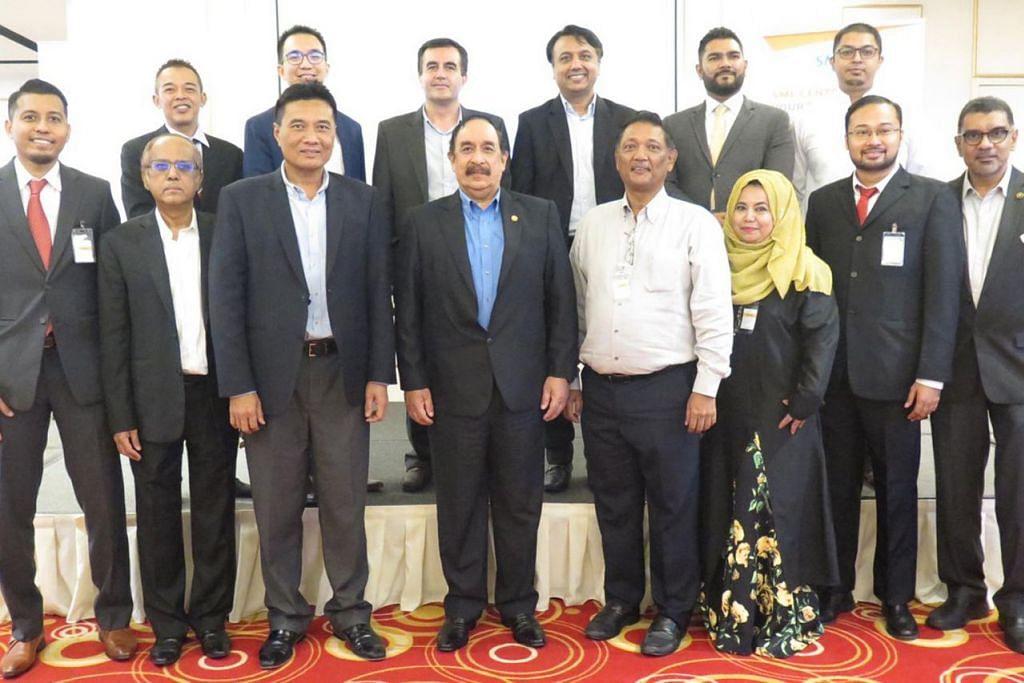 KEPIMPINAN BARU: Presiden DPPMS, Encik Farid Khan (lima dari kanan, barisan depan) bersama anggota lembaga pengarah DPPMS yang baru dilantik dalam AGM yang diadakan akhir bulan lalu. - Foto DPPMS