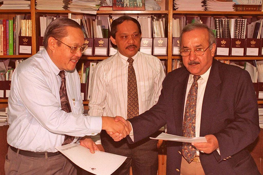 Allahyarham Haji Abdul Jalil Haron (kiri, gambar atas) menjadi Presiden DPPMS bagi tempoh paling lama selama 12 tahun.