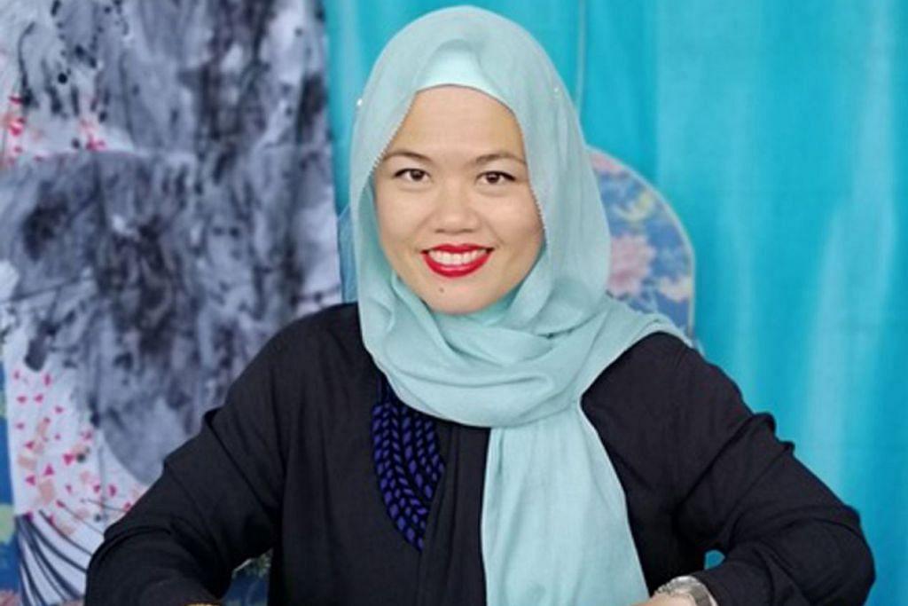 PERKASA WANITA DENGAN KEMAHIRAN SENI: Cik Nasyitah Tan penggerak perusahaan sosial gembira melihat wanita seperti ibu tunggal menghadiri bengkel menyiapkan aksesori seperti beg dan dompet bagi meraih kemahiran sepanjang hayat. - Foto ihsan NASYITAH TAN