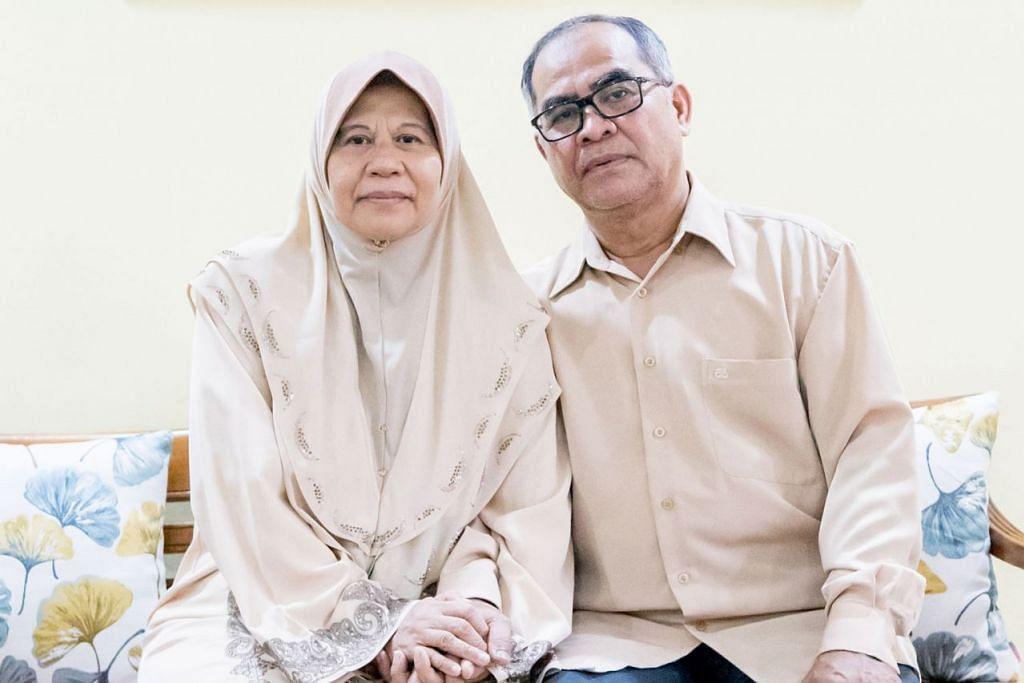 PASANGAN WARGA MERDEKA: Encik Juraimi Safie dan isteri, Cik Siti Arfah Pardi, kedua-duanya berusia 63 tahun, berharap ingin terus bekerja walaupun telah melepasi usia persaraan manakala isterinya suri rumah sepenuh masa. - Foto BH oleh NUR DIYANA TAHA