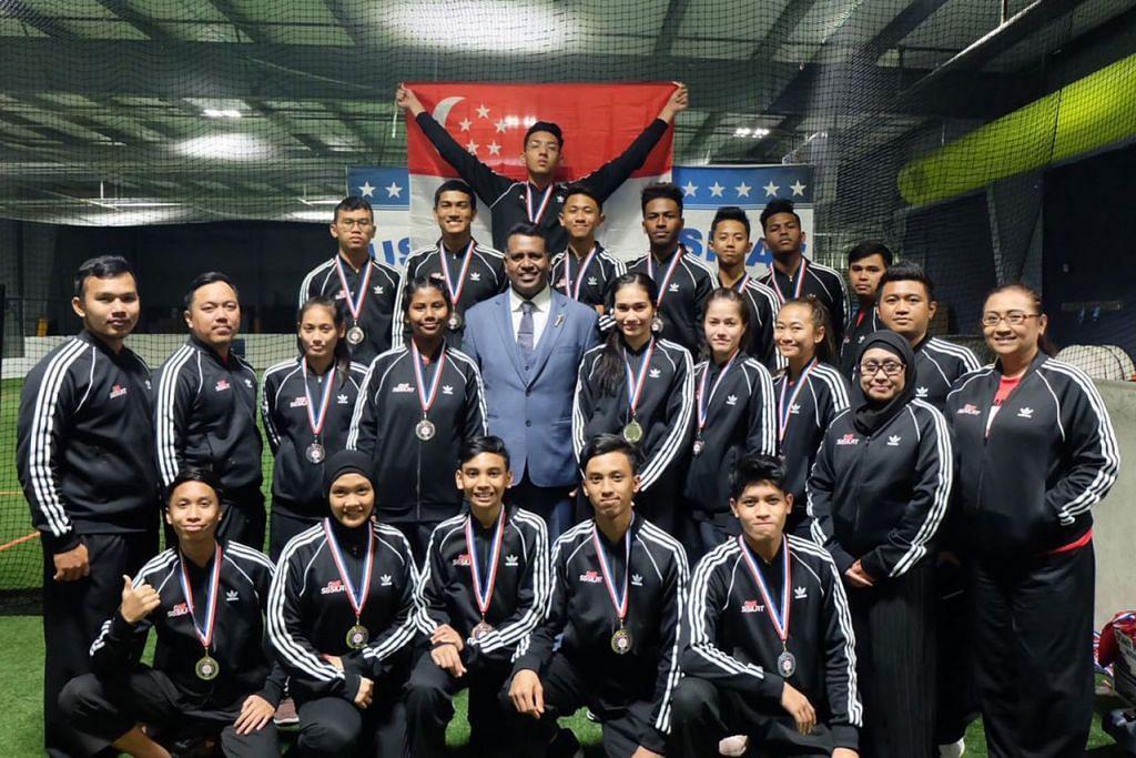 BERKALUNG PINGAT: Pesilat negara mengakhiri kejohanan pencak silat pertama di Amerika dengan memenangi 18 pingat, termasuk 16 emas, satu perak dan satu gangsa. - Foto PERSISI