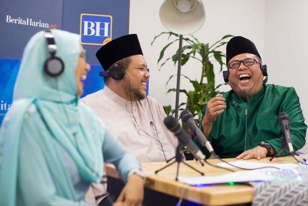 TAK GERING GUSI: Ikuti podcast #NoTapis untuk dengar perbincangan santai, kelakar, menghiburkan namun tetap bermanfaat antara pengacara Suhaimi (kanan), Shahida (kiri) dan asatizah undangan, Ustaz Zahid. - Foto BH