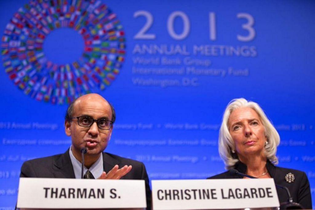 Encik Tharman dan Cik Lagarde di sidang media yang dianjurkan Jawatankuasa Kewangan Antarabangsa pada Oktober 2013. FOTO: IMF