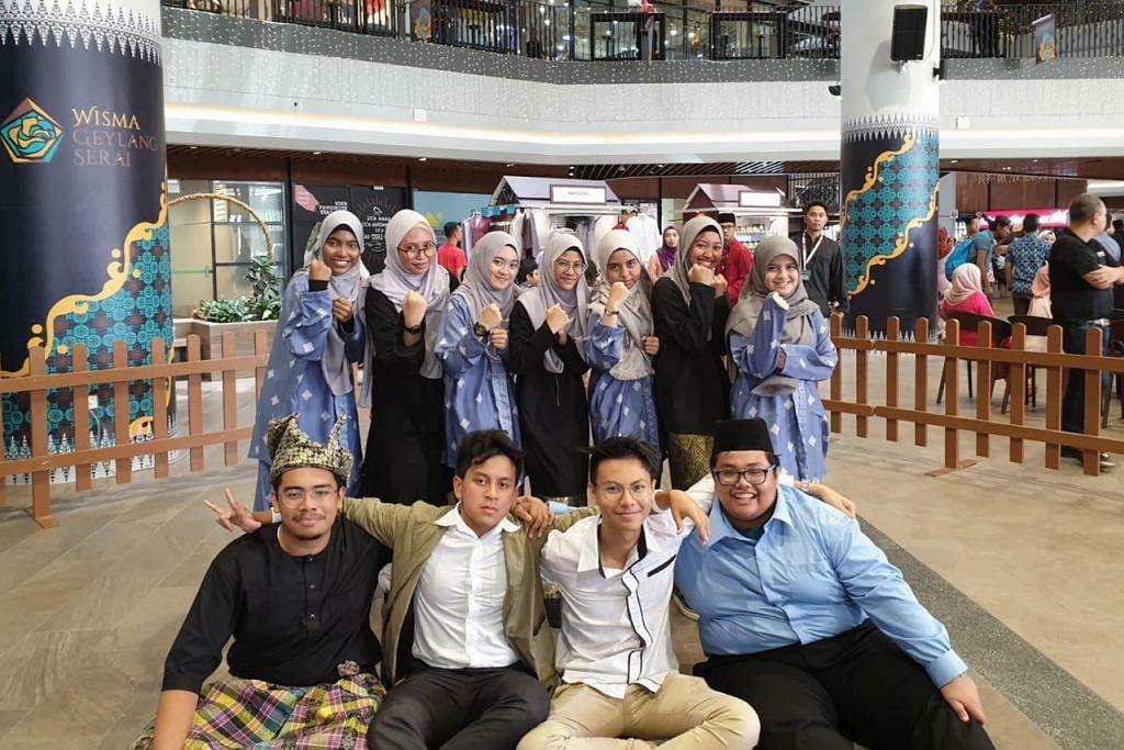 PESERTA PANTUN: Antara para peserta Pesta Pantun SG di acara 'Pantun 2019' di Wisma Geylang Serai baru-baru ini. - Foto ihsan Humaira Sumaiya Mohamad Fariz
