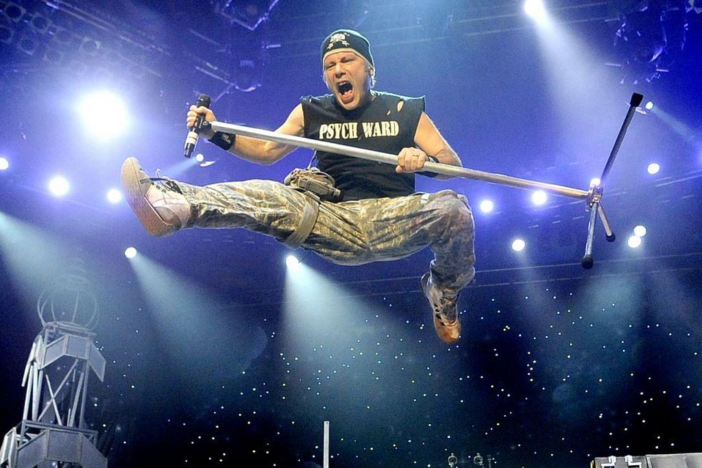IRON MAIDEN: Bruce Dickinson dianggap sebagai peneraju Iron Maiden yang bertenaga berbanding vokalis-vokalis awalnya sebelum ini. - Foto fail