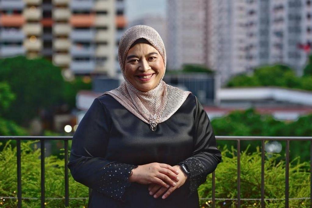 CIPTA SEJARAH: Guru and aktivis akar umbi, Cik Amatul Jameel Suhani Sujari cipta sejarah selepas menjadi wanita pertama yang dilantik sebagai pengerusi Mesra bagi penggal ke-15 dalam satu majlis di Wisma Geylang Serai tadi.