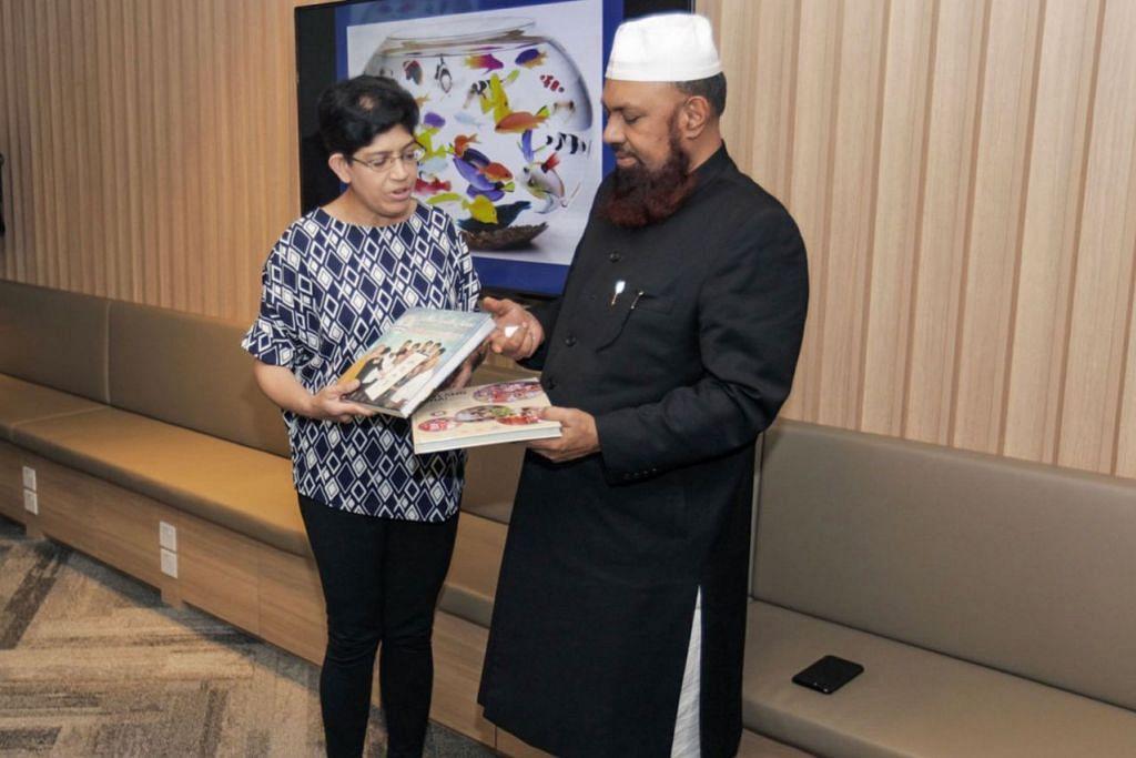 KONGSI PENGALAMAN: Mufti Mohammed Rizwe (kanan) berkata sesi perkongsian dengan Profesor Fatimah Latif amat berguna dan beliau ingin berkongsi pengalamannya di Singapura dengan asatizah lain di Sri Lanka. - Foto BH oleh IQBAL FAIZAL